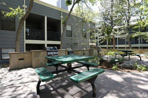 Picnic table at Blue Sky Lofts Apartments